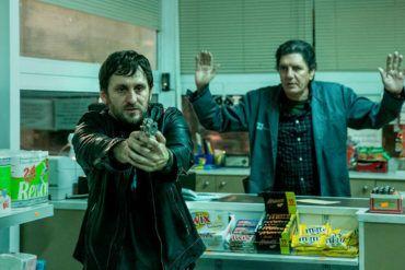 """Antonio Dechent y Raúl Arévalo en la película """"El aviso"""""""