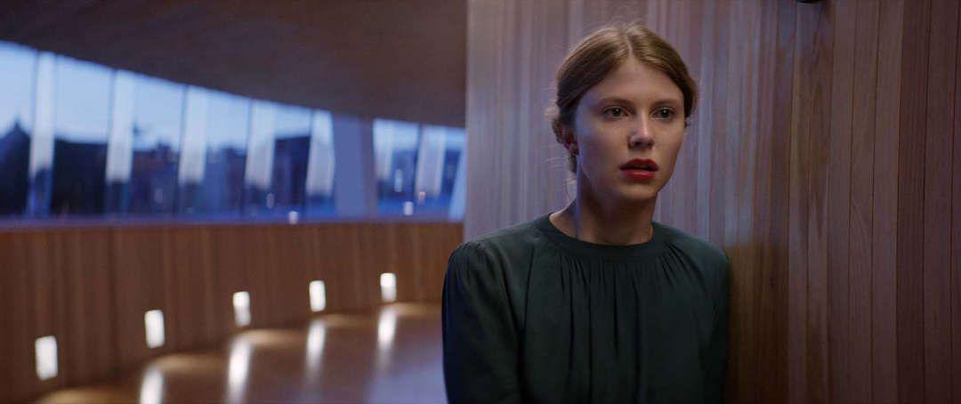 Eili Harboe en una escena de la película