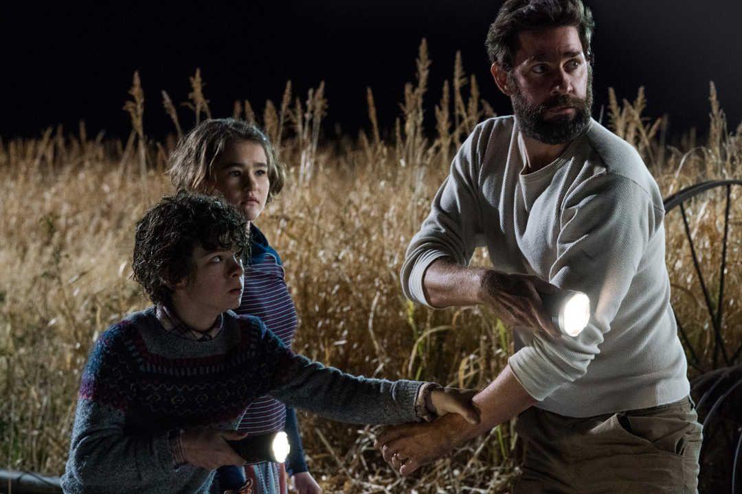 "John Krasinski, Millicent Simmonds y Noah Jupe en ""Un lugar tranquilo"""