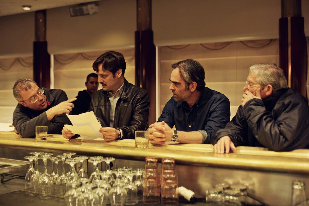 El director Daniel Monzón dando indicaciones a Rodrigo de la Serna y Luis Tosar durante el rodaje de Yucatán.