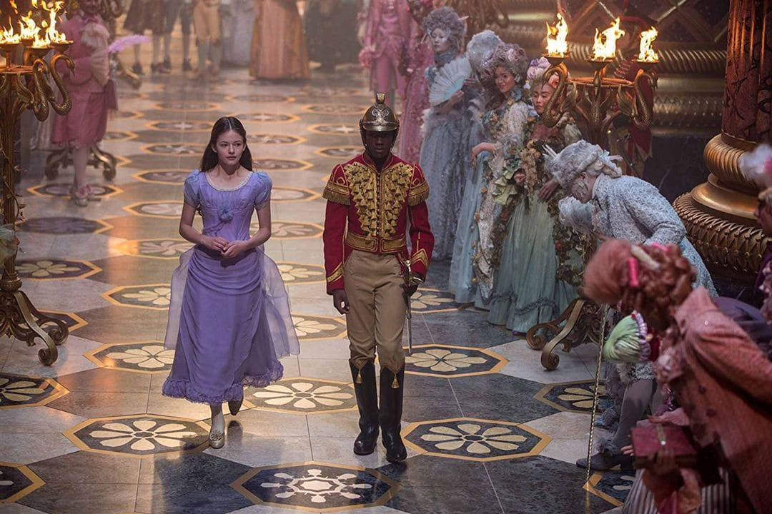 """Jayden Fowora-Knight y Mackenzie Foy en """"El cascanueces y los cuatro reinos"""""""