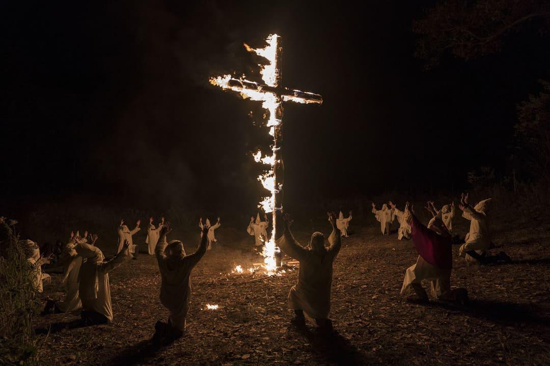 Ku Klux Klan en una de sus aterradoras veladas