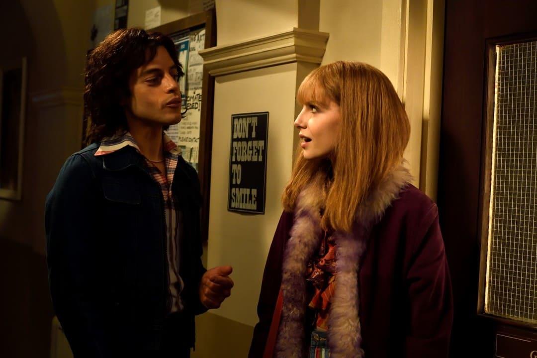 Lucy Boynton y Rami Malek en Bohemian Rhapsody, la película