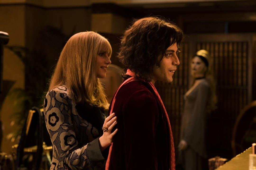 Lucy Boynton y Rami Malek en una escena de la película