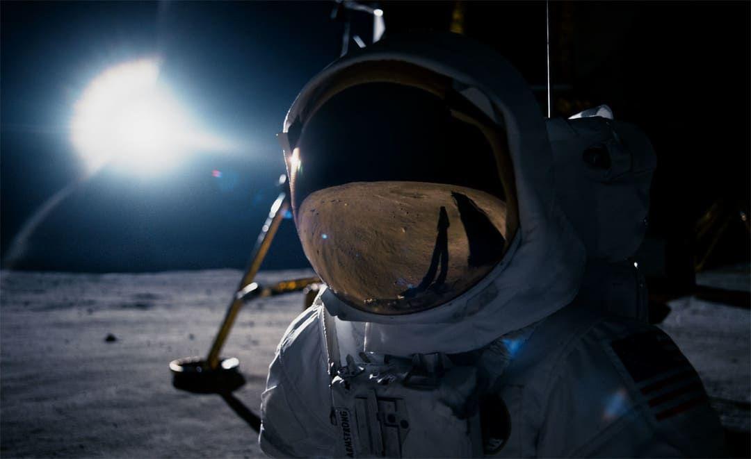 Ryan Gosling es Neil Armstrong a su llegada a la Luna