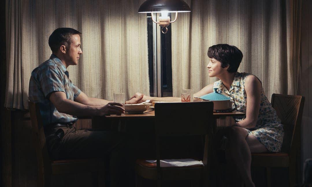 Claire Foy y Ryan Gosling en una escena de la película