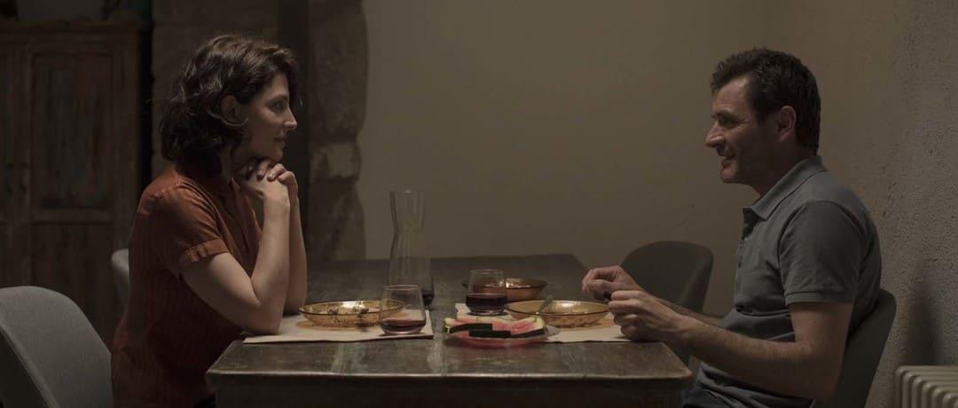 Alex Brendemühl y Bárbara Lennie en la película Petra