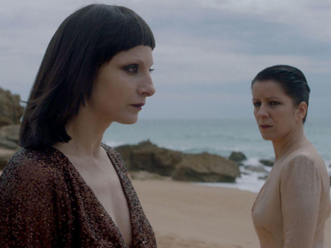 Eva Llorach y Najwa Nimri en la película Quién te cantará