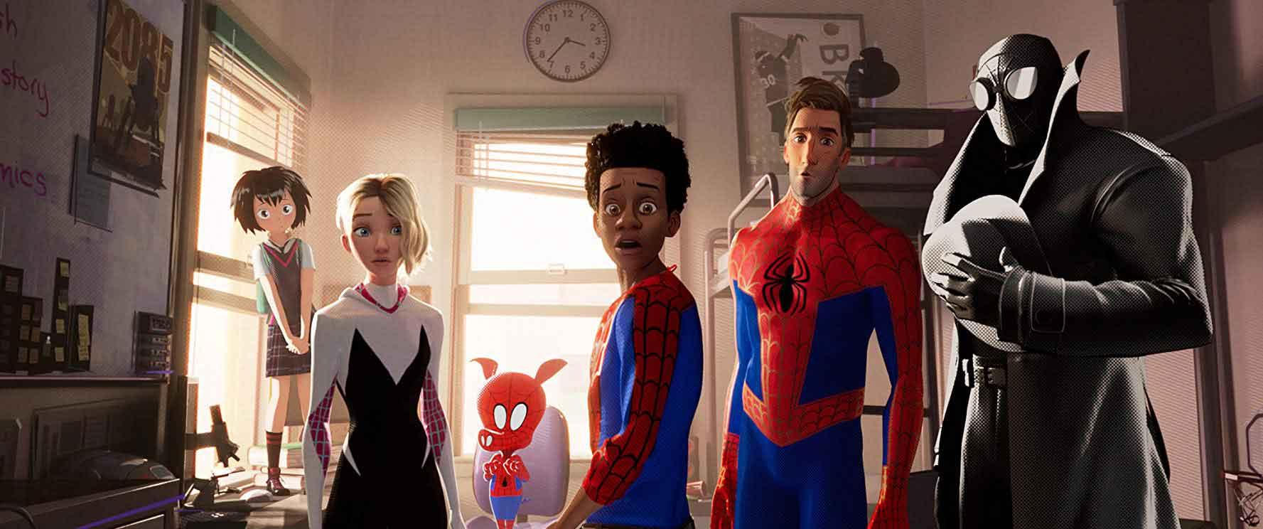 Los personajes de spiderman en la foto.