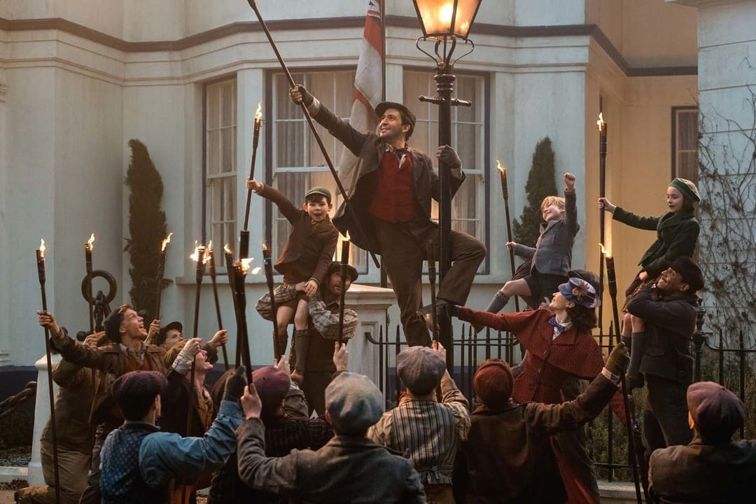 Emily Blunt y Lin-Manuel Miranda en un momento musical de la película