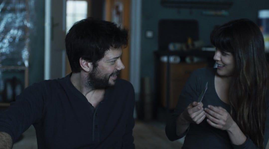 """Adriana Ugarte y Álvaro Morte en """"Durante la tormenta"""" (2018)"""