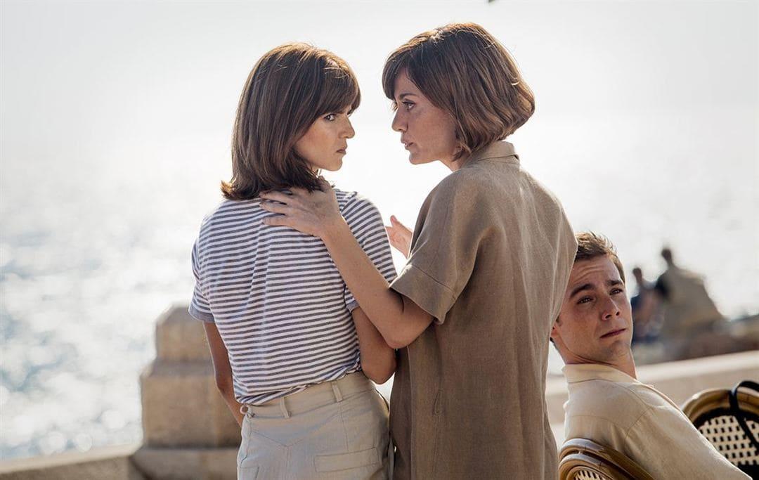 Alexandra Jiménez y Clara Lago en la película