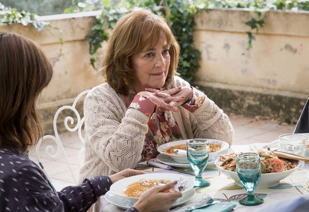 Carmen Maura en la película Gente que viene y bah