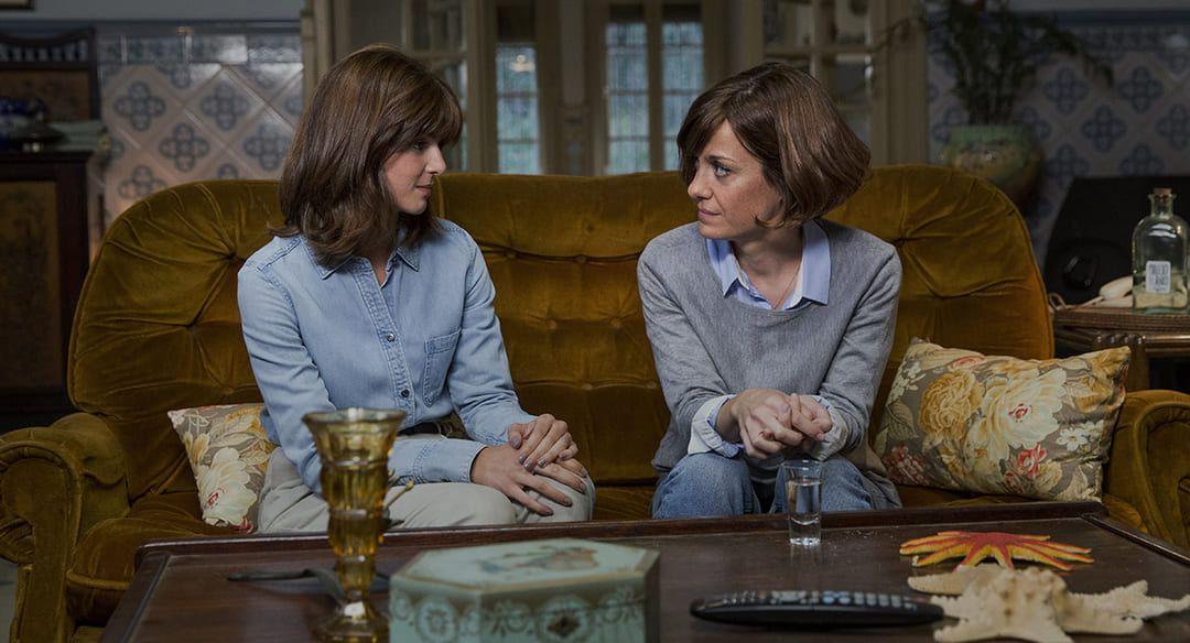 Alexandra Jiménez y Clara Lago en una escena de la película