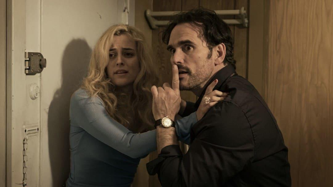 Matt Dillon y Riley Keough en la película La casa de Jack