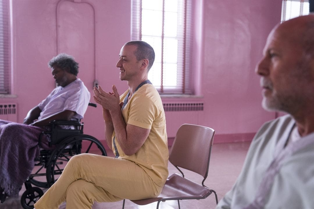 Bruce Willis, James McAvoy y Samuel L. Jackson en la película Glass
