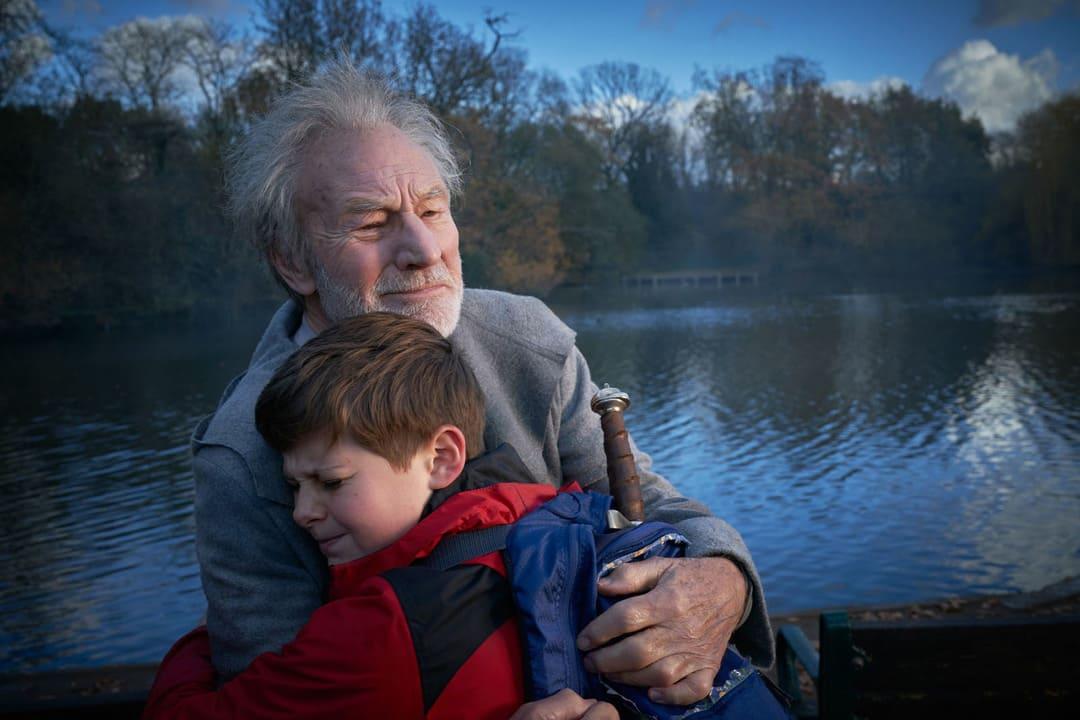 """Louis Serkis y Patrick Stewart en """"El niño que pudo ser rey"""""""