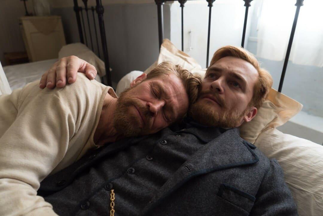 Rupert Friend y Willem Dafoe en la película