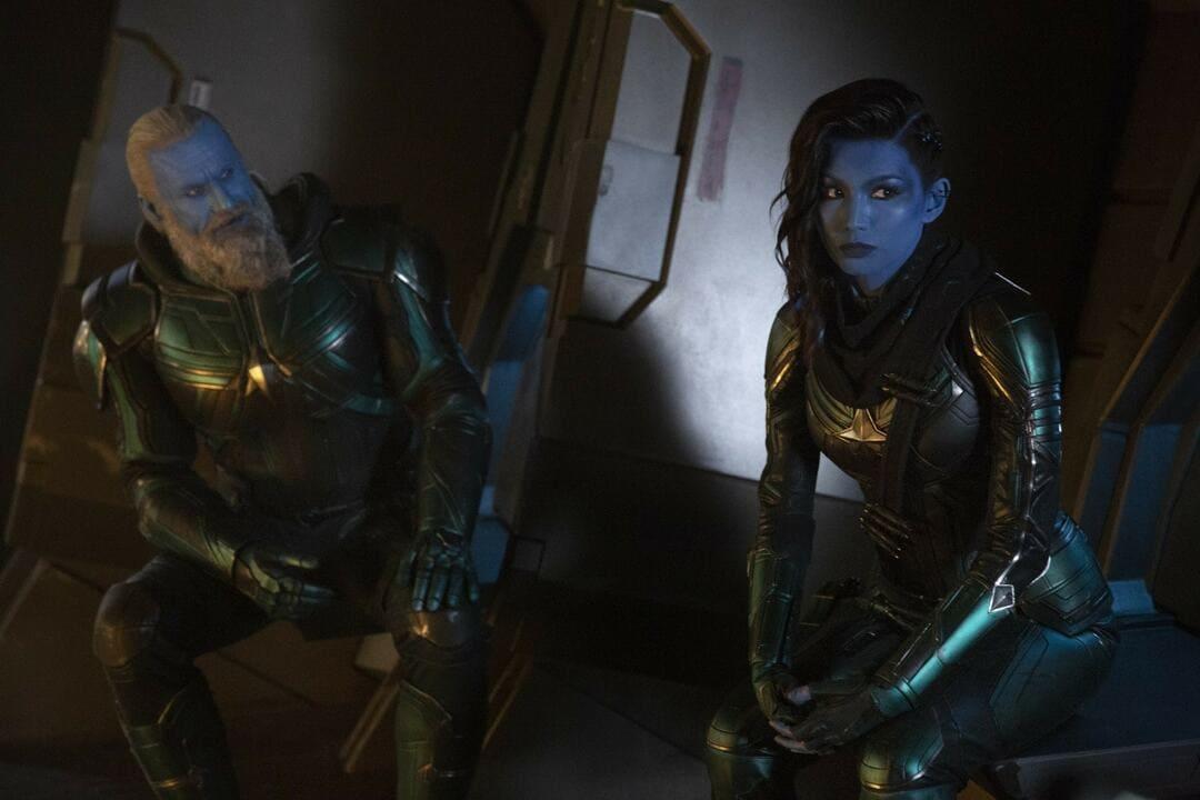 Gemma Chan y Rune Temte en la película Capitana Marvel