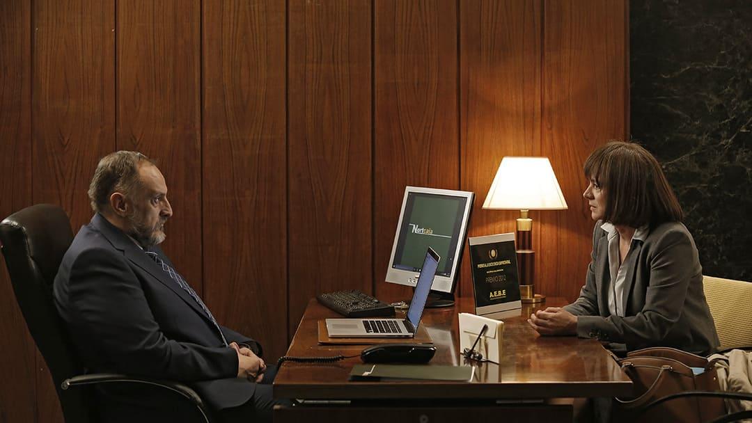 Emma Suárez y Fernando Albizu en una escena de la película