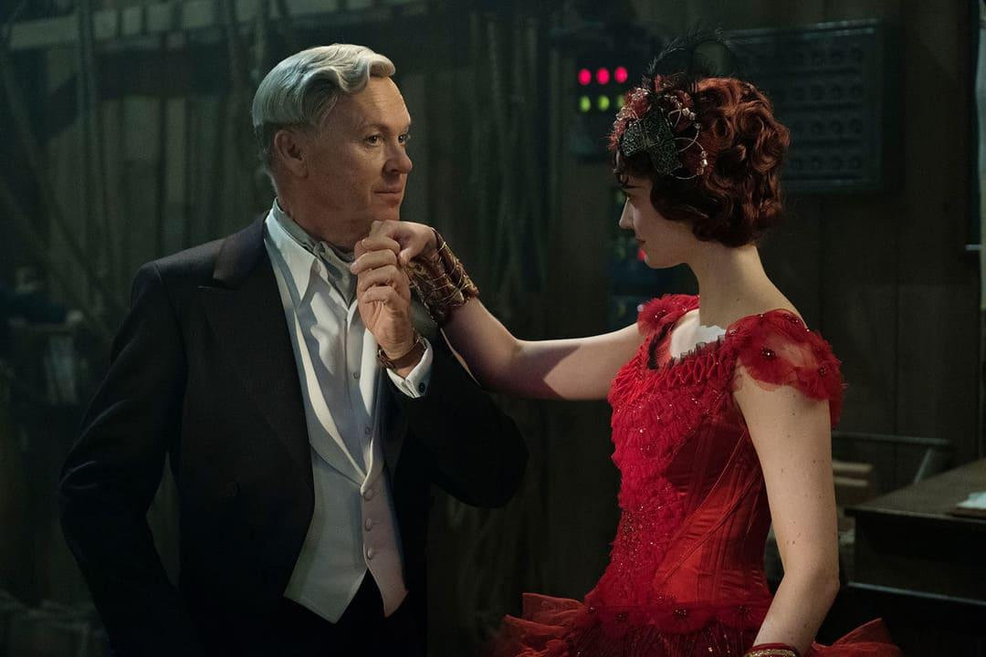 Eva Green y Michael Keaton en la nueva película de Disney