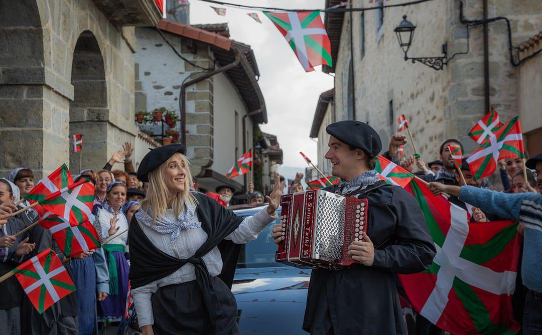 Ingrid García Jonsson y Mikel Losada en la película