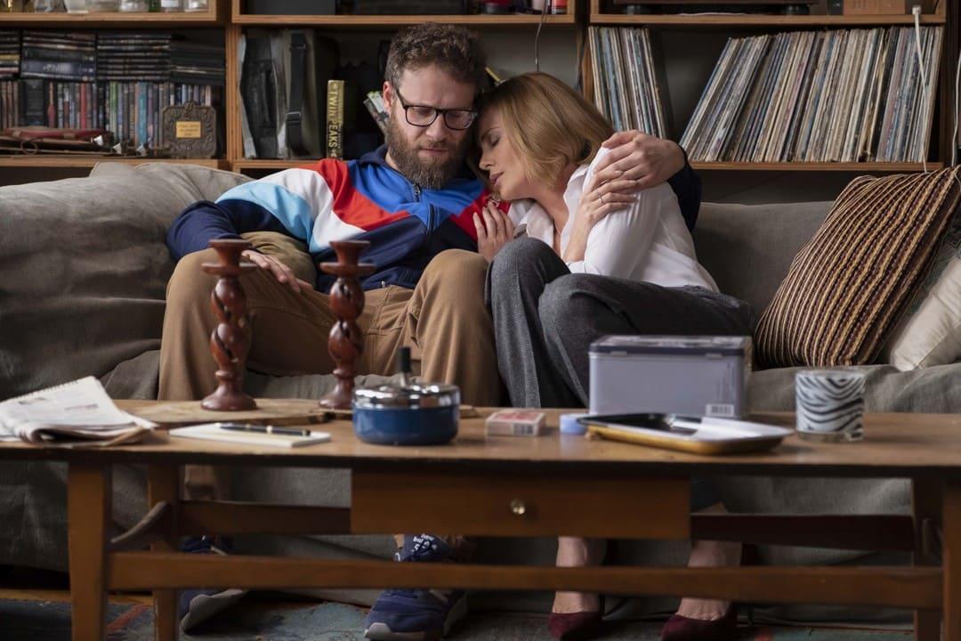 Charlize Theron y Seth Rogen en la película
