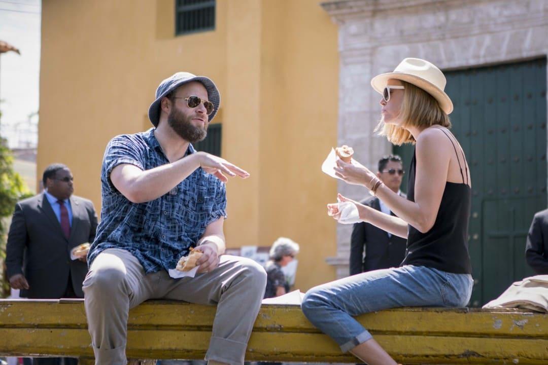 Charlize Theron y Seth Rogen en Casi imposible