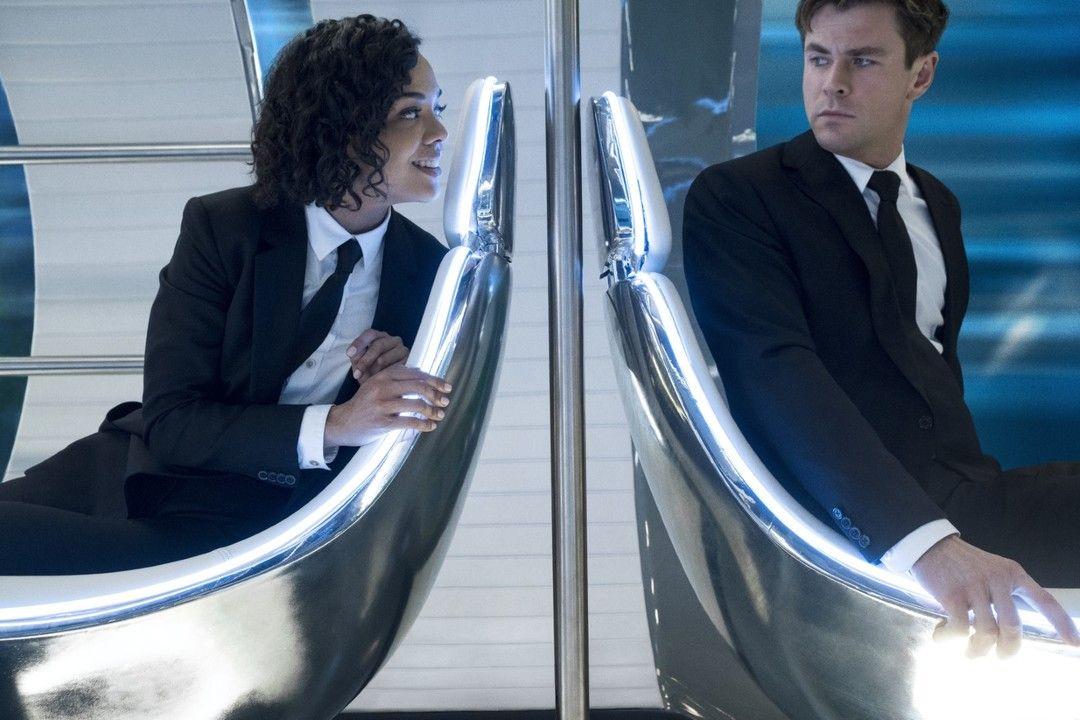 Chris Hemsworth y Tessa Thompson en la película