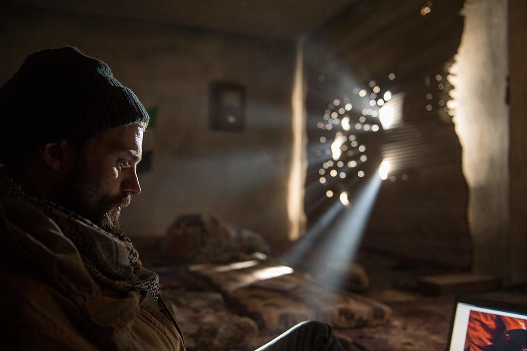Jamie Dornan en la película La Corresponsal