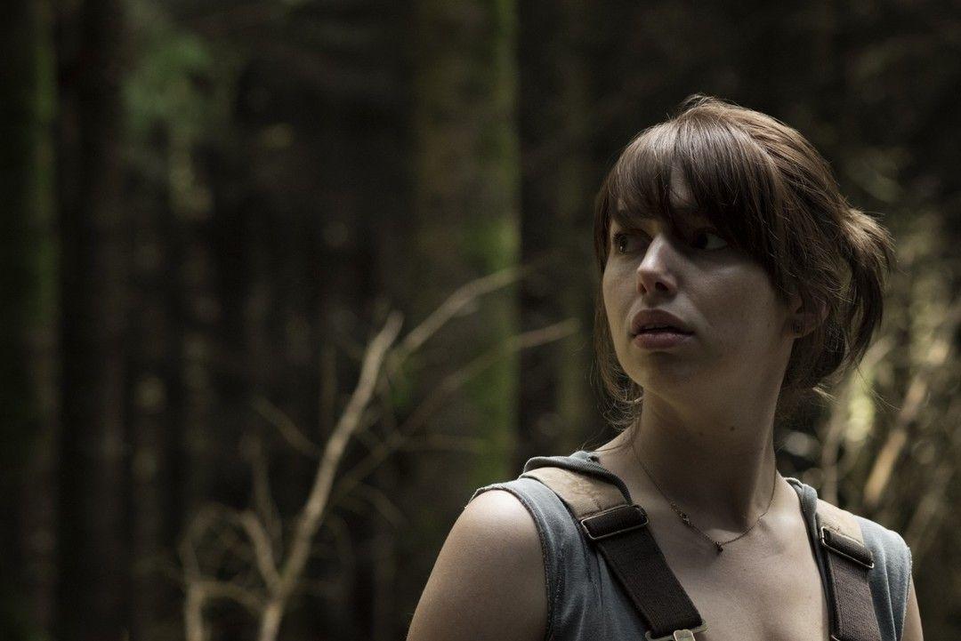 Seana Kerslake interpreta a Sarah en la película de terror Bosque Maldito