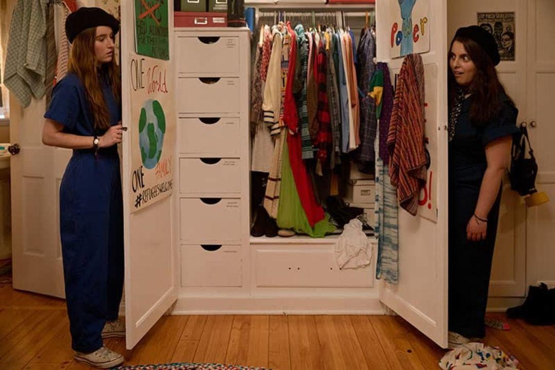 Beanie Feldstein y Kaitlyn Dever son Súper empollonas