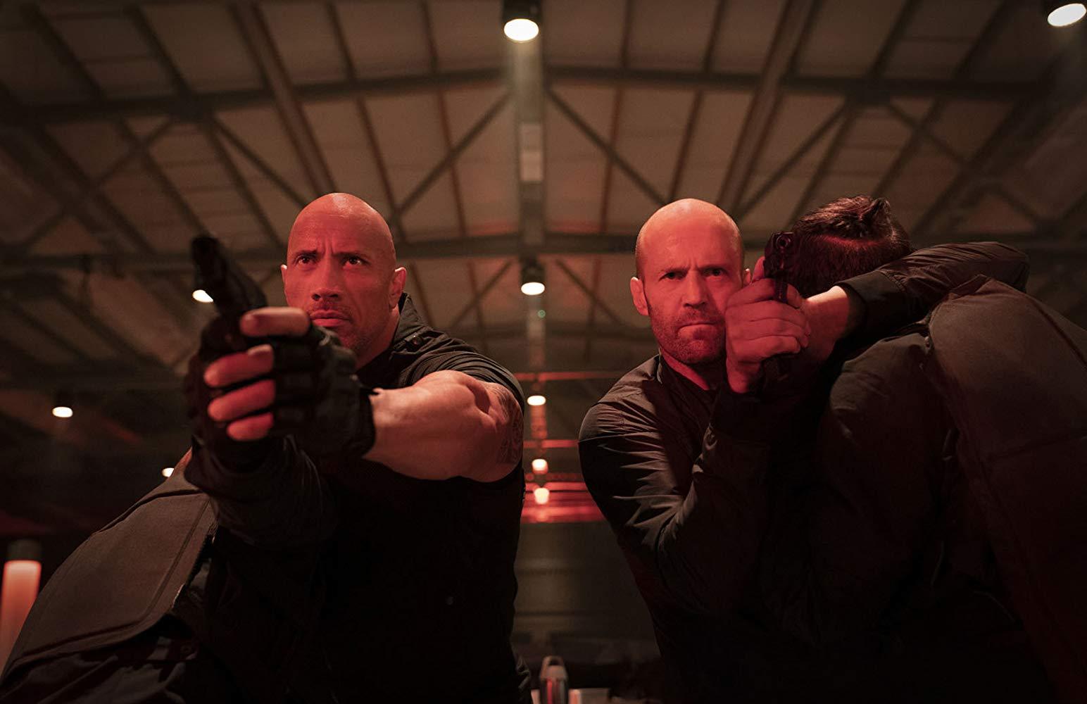Jason Statham y Dwayne Johnson en Hobbs y Shaw (Crítica de la película Fast & Furious)