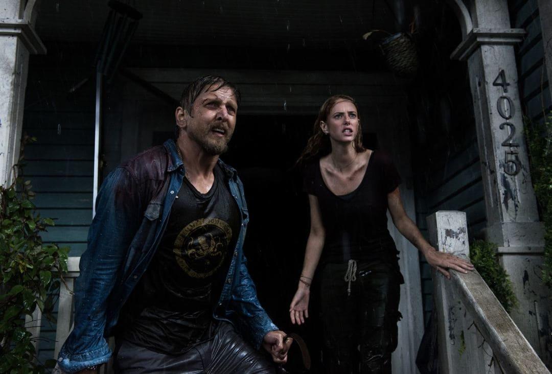 Los protagonistas Barry Pepper y Kaya Scodelario en una escena de Infierno bajo el agua