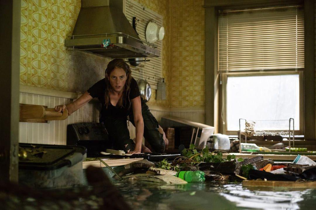 Kaya Scodelario en la película de terror (Crítica de infierno bajo el agua).