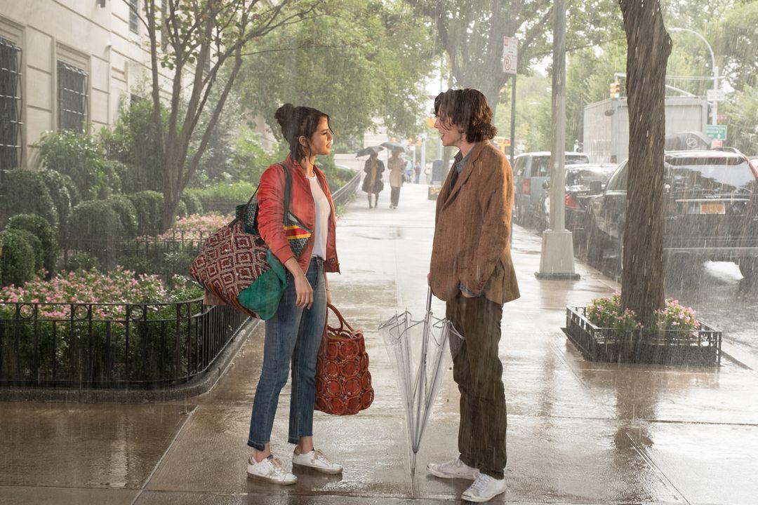 Selena Gomez y Timothée Chalamet en la película
