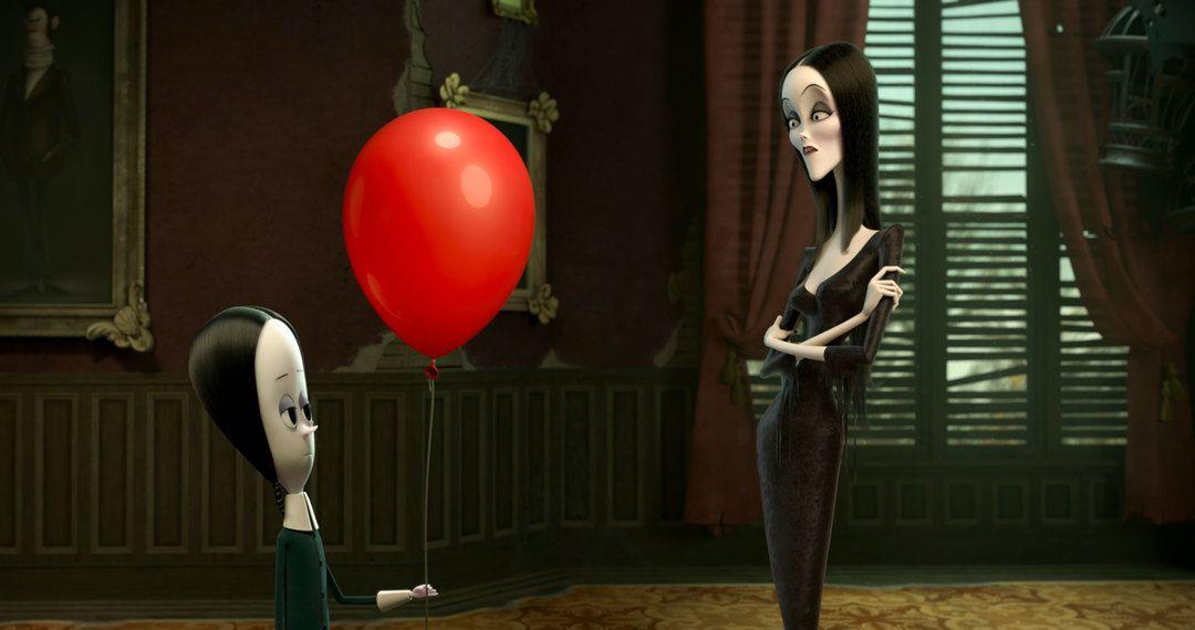 Miércoles y Morticia en una escena de la película