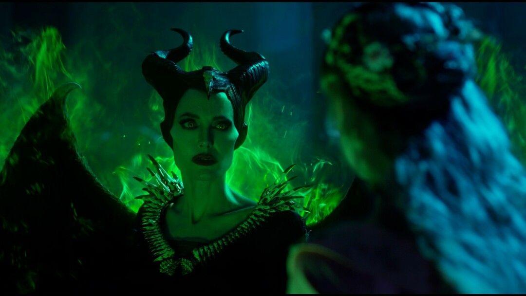 Angelina Jolie caracterizada como la bruja de la Bella Durmiente