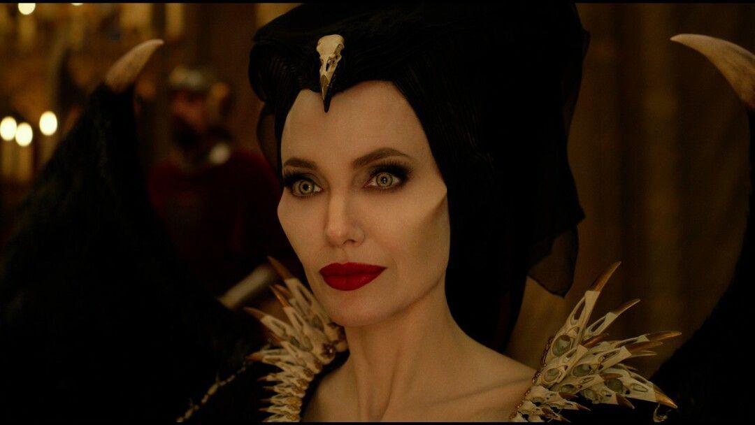Angelina Jolie interpreta a Maléfica