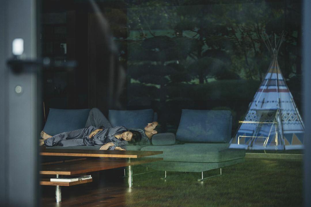 Cho Yeo-jeong y Sun-kyun Lee en una escena de la película