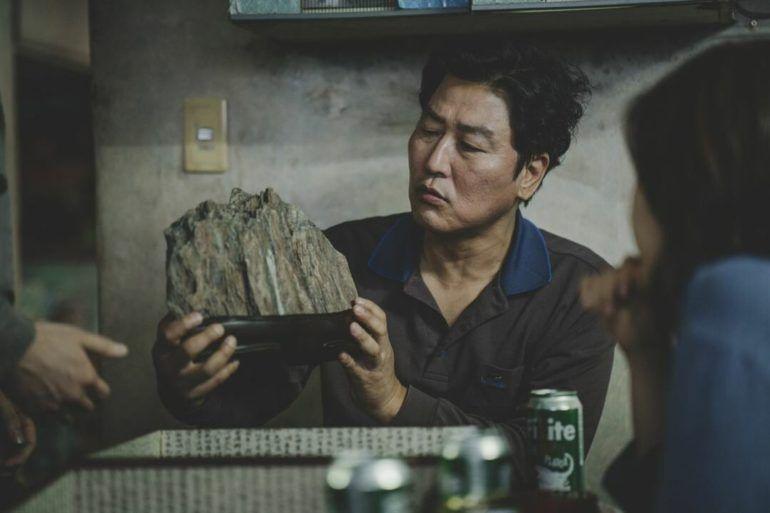 Kang-Ho Song en la película Parasitos