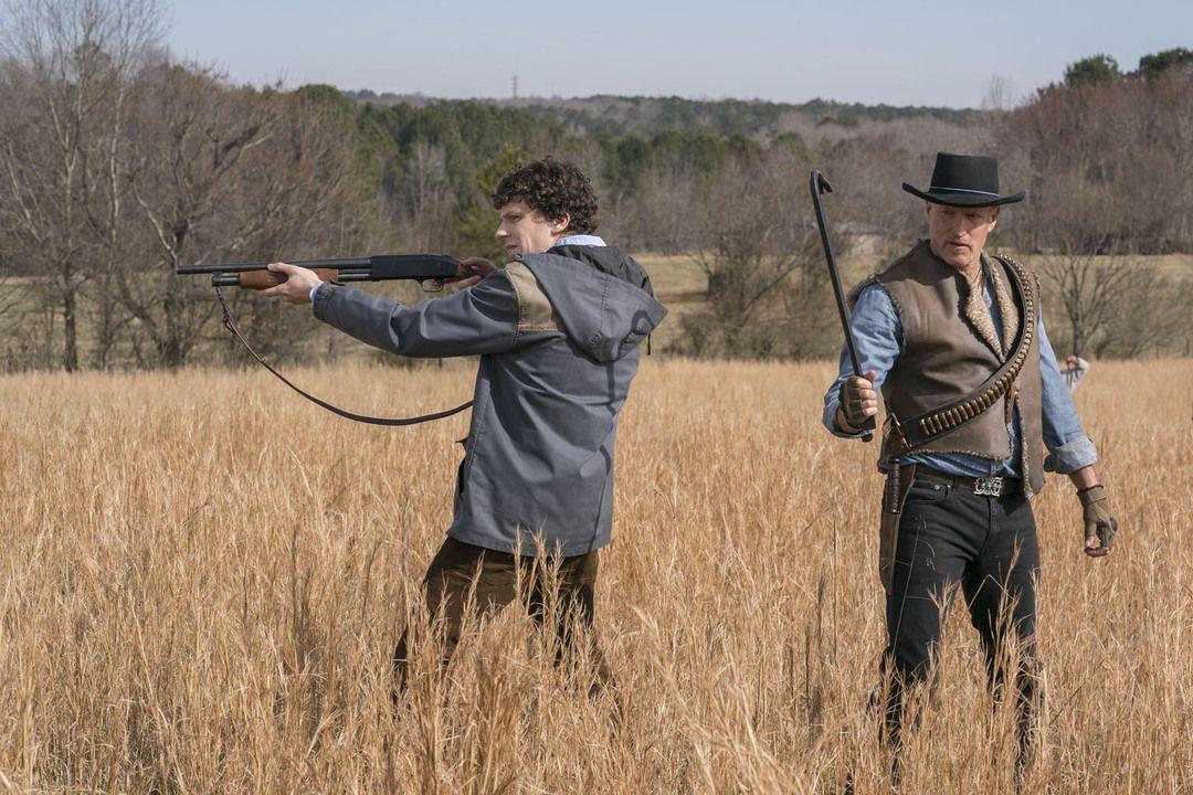 Jesse Eisenberg y Woody Harrelson en Zombieland, mata y remata