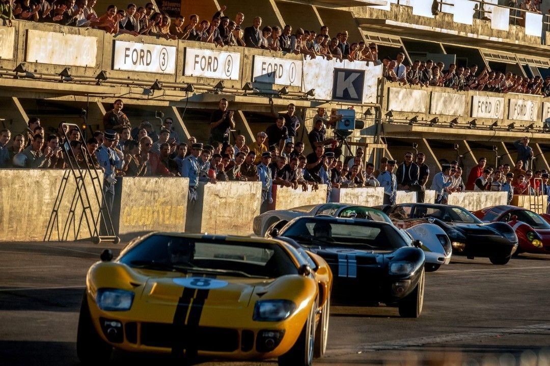 Una carrera de coches de la película Le Mans'66