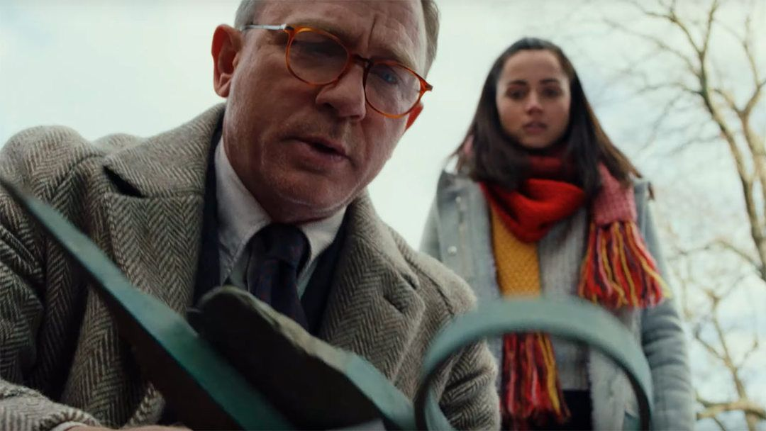 Ana de Armas y Daniel Craig en la película