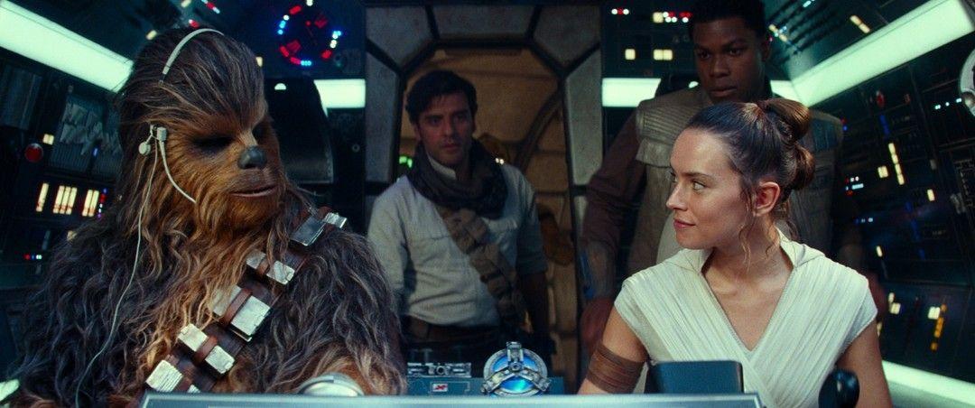 Daisy Ridley, John Boyega y Oscar Isaac en la película