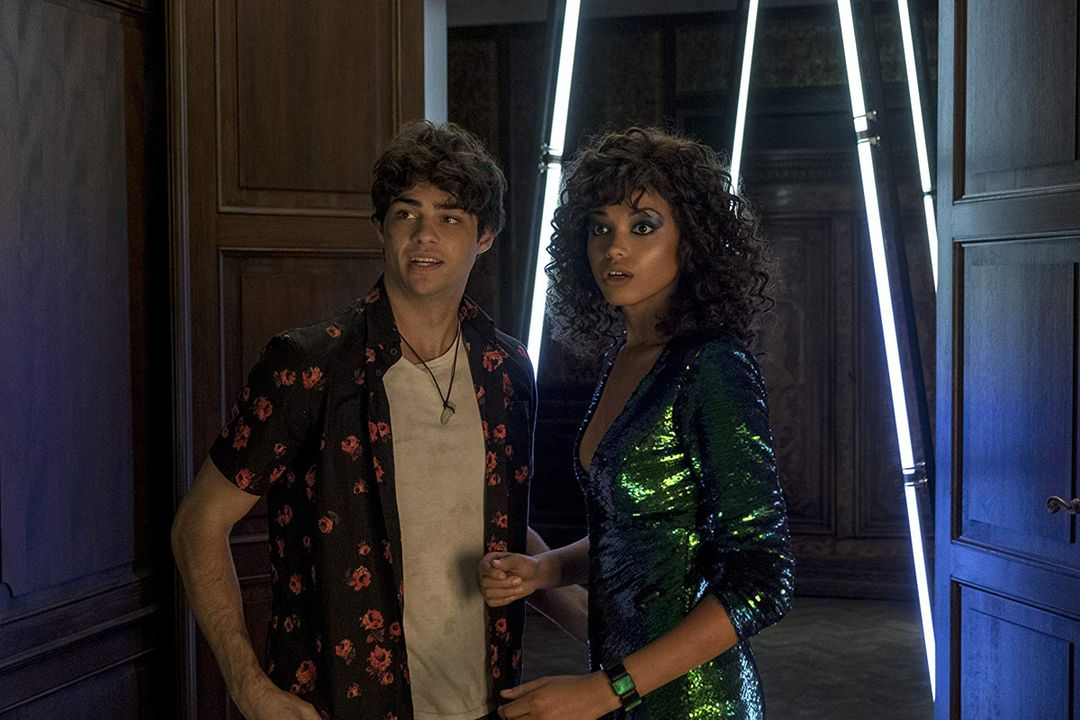 Ella Balinska y Noah Centineo en la película