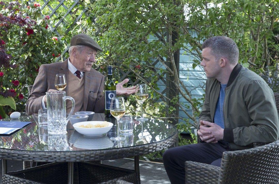 Ian McKellen y Russell Tovey en la película