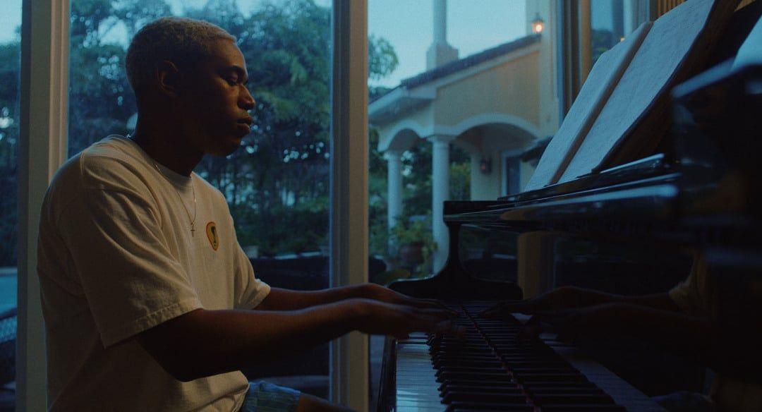Kelvin Harrison Jr. en la película Un momento en el tiempo (Waves)