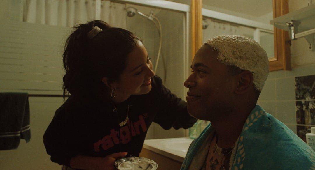 Alexa Demie y Kelvin Harrison Jr. en la película