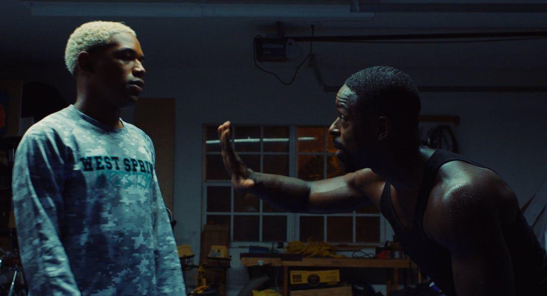 Kelvin Harrison Jr. y Sterling K. Brown en la película